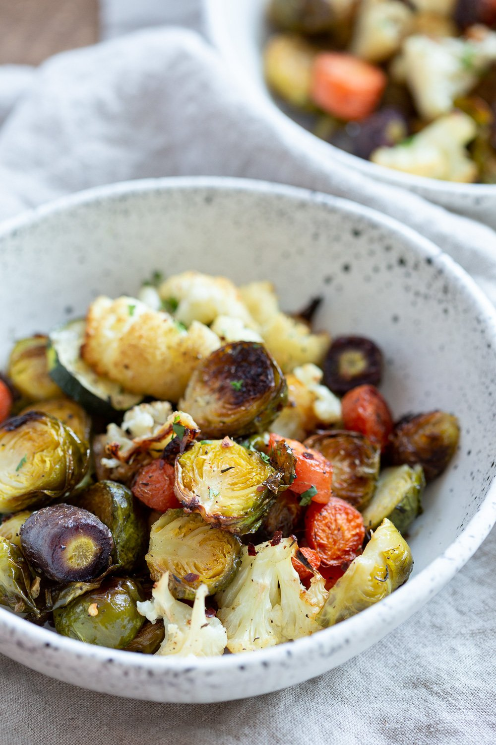 Roasted Brussels Sprouts and Cauliflower with fresh herbs and black pepper. Tips on how to roast veggies that are perfectly crisp, vibrant, flavorful, not-dry or chewy. Roasted Veggies Bowl.#Vegan #Glutenfree Nutfree Soyfree #Recipe #VeganRicha