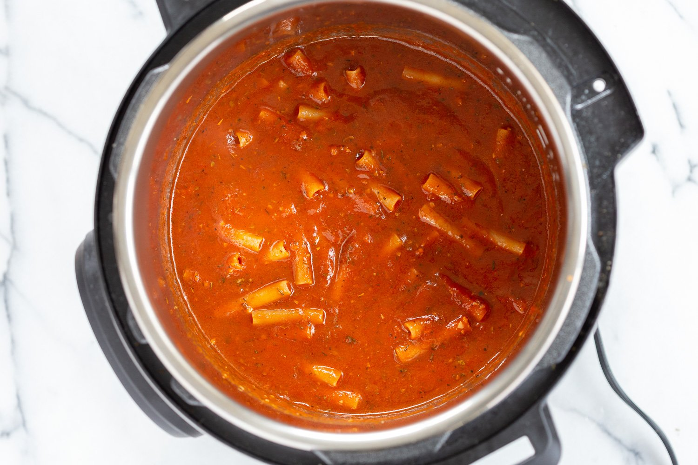 Instant Pot Ziti with Tomato Sauce. Date Night Quick Pasta with Ziti, sprinkled with vegan parm and fresh herbs. 1 Pot #Vegan #Soyfree #Recipe #VeganRicha #instantPot #pasta . Easily #Glutenfree, #Nutfree