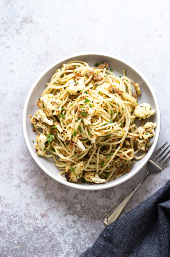 Easy Spaghetti with toasted garlic breadcrumbs and blistered cauliflower. Vegan Pasta with breadcrumbs, pasta wth roasted cauliflower. #Vegan #Nutfree #Soyfree #Recipe #spaghetti #toastetdbreadcrumbs #VeganRicha